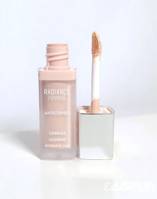 Detail of the foam tip of the Bourjois Radiance reveal concealer