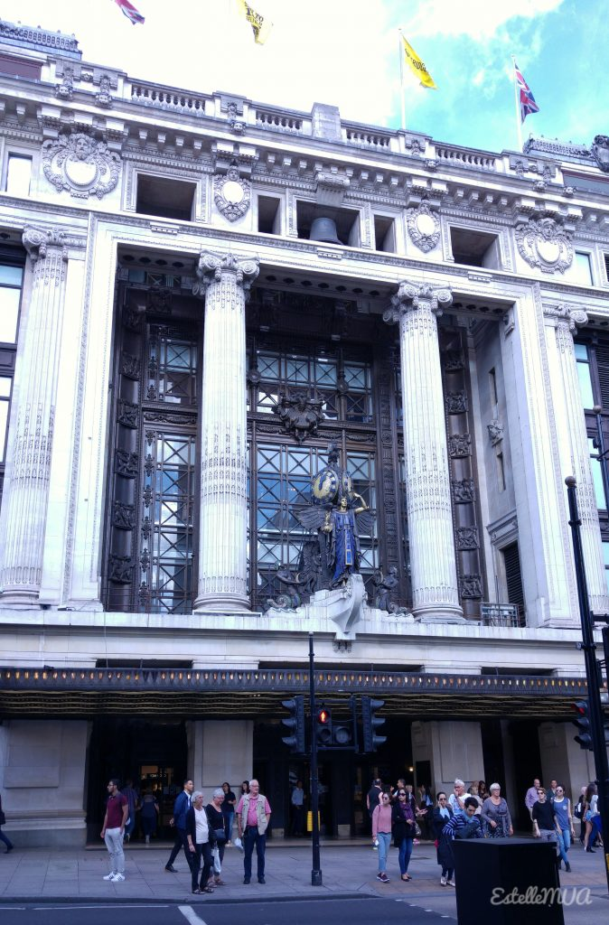 Selfridge shopping (the entrance)