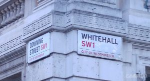 London tour : Downing street / Whithall sign